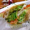 酪梨蔬菜堡,清爽的生菜配上濃郁卻又爽口的酪梨,讚!360円
