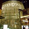 森美術館和展望台的入口是獨立在外面的,不是在六本木hill裡