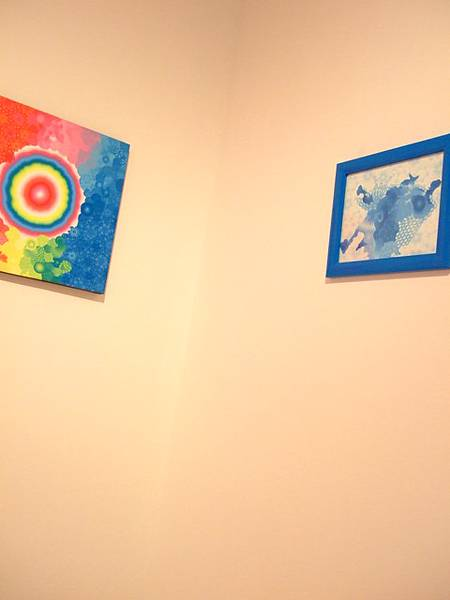 我只敢在這個小房間放肆,整個美術館大到不行,還有互動藝術區!