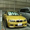 第一次見到黃芥末色的BMW,搶眼!