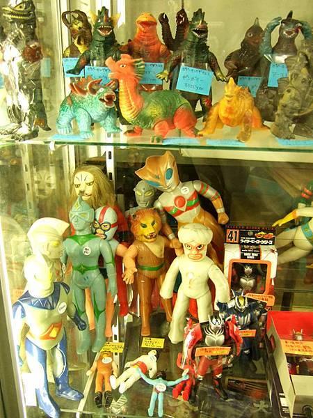 中野ブロードウェイ是很屌的地方,有很多賣模型、動漫的店家
