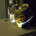 我可沒把二罐都喝光! 是和隔壁歐吉桑一起共享拉~