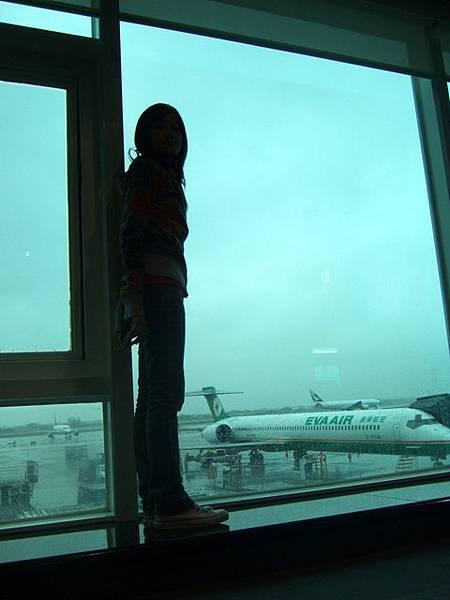 係迪..外面正在下大雨,gate接口故障...太無聊玩起自拍