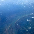飛了三個半小時,疑似看到湄公河,就快到囉~