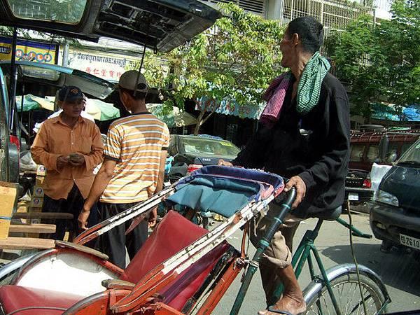 人力車,老阿伯長得很有fu~可惜人和車我都沒有拍好@@
