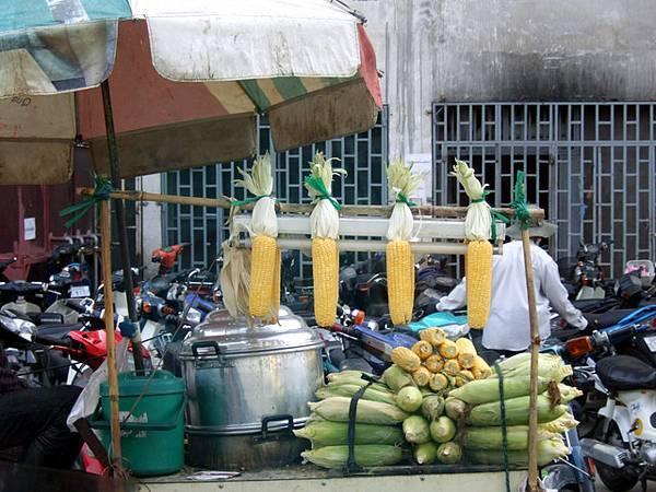哈哈哈  把玉米吊成這樣好可愛啊!