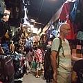 觀光客也都會來這裡逛逛,殺價是一定要的!老外們也超愛殺價