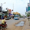 siem reap街道一景,到處都是餐廳、按摩和民宿