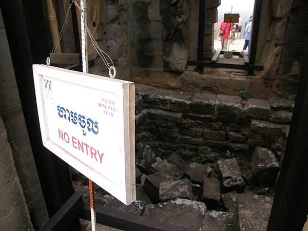 寶塔內部已經塌陷,很難想像在九世紀末時是什麼模樣