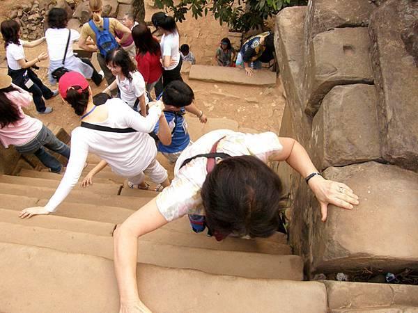 一共五層,每層有十個階梯,重點來了,每塊階梯約四十公分!!!