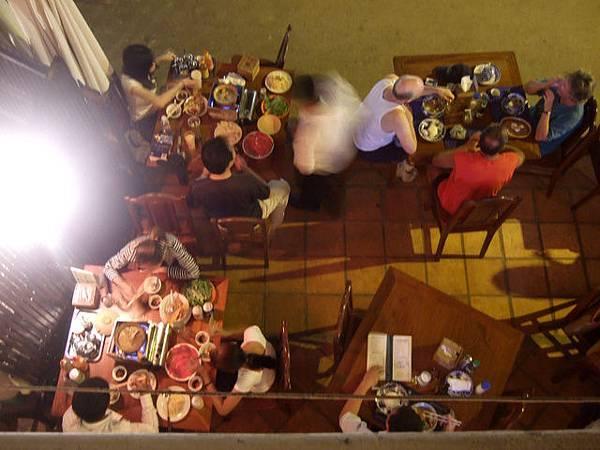 點火鍋的話就要坐在一樓吃,當時的我們還不知道柬式火鍋的魅力