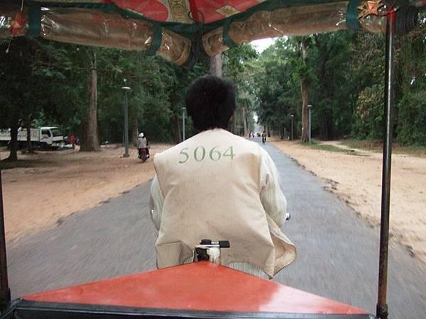 5064 gogogo~載著我們出發前往Bayon