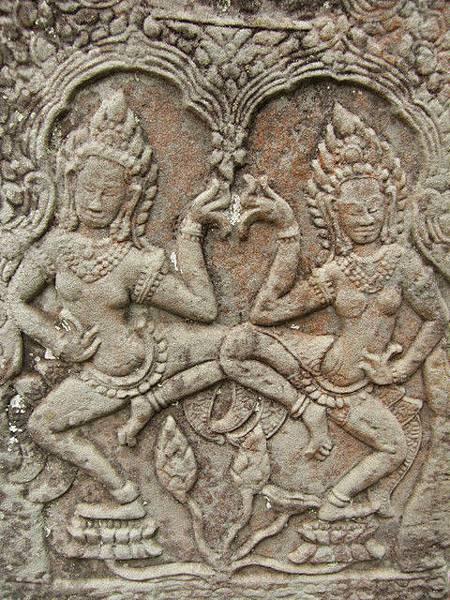 門柱上 牽手跳舞 動作細膩的飛天仙女Apsara