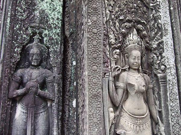 右邊應該是後期修復的Apsara,修復得十分美麗可惜胸部沒了