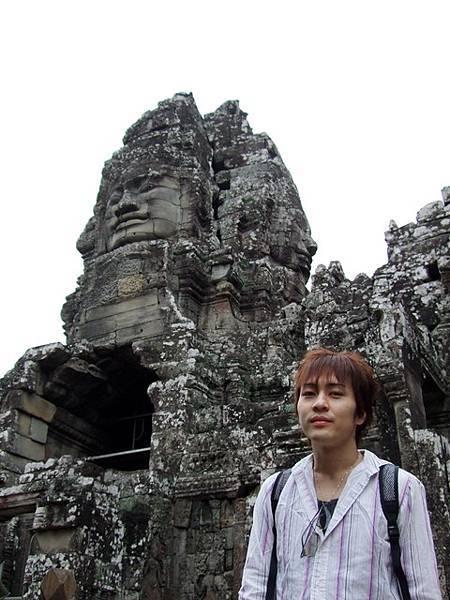 Ryo與傳說中的微笑高棉來一張唷