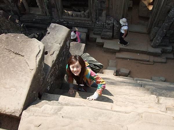 我都嘛要手腳並用才敢一直往上爬,超陡的拉!