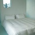 今晩房間是淡藍色+白色的島本雙人房   簡單俐落又可愛的設計