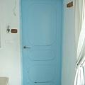 看了就很舒服的淡藍色門
