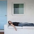 椅子和房子連在一起的,放上二張軟硬適中的座墊,老闆真的很用心