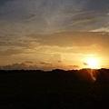 天空被太陽染成夢幻的漸層色