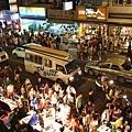 覓食時間又到了,可怕的墾丁大街,人像螞蟻一樣多!