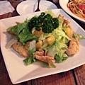 橙汁雞肉沙拉的肉不好吃,不推薦,但右後方的義大利麵不錯喔