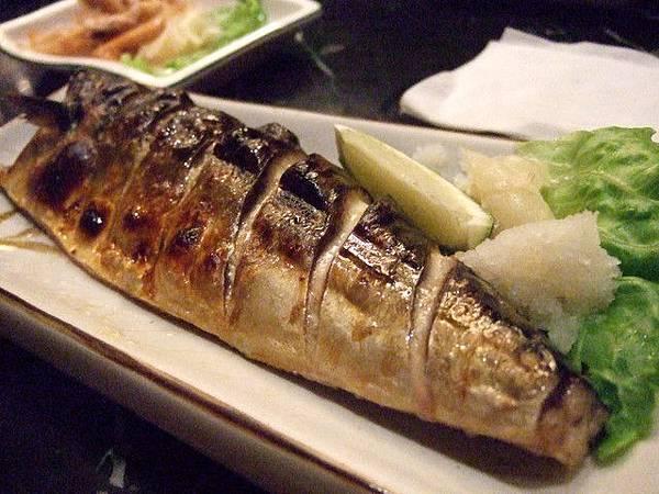 這是烤香魚嗎?  皮烤得香酥,魚肉肥又嫩~!