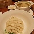 元盅雞麵180元 端上來是麵湯分離的狀態,雞湯超香超好喝!