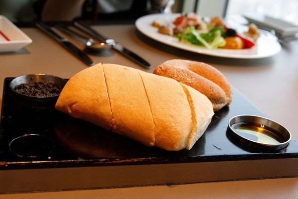 扎實的拖鞋麵包?anyway,沾上醬味道棒極了