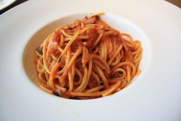 想當然爾我一定點茄汁口味的義大利麵!重點是麵類都可以續點耶~