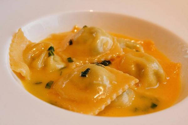 明明很飽了,卻硬點了主廚做的義大利手工餃(一今這餃子叫什麼?