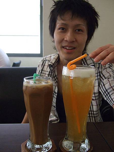 飲料怎麼會這麼大杯拉