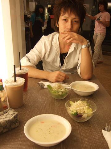 9/16 吃便宜好吃的義大利麵,明明胃很小還加大但都吃光光了