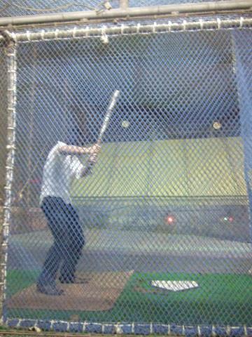 可能吃太多昏昏欲睡打算回家之際,臨時興起去打棒球