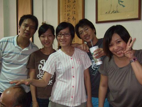 9/23 二伯父一家人難得回港口。瞧王珍的手在幹什麼!!!