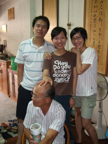 啟宗哥哥、慧郡堂妹、王珍堂妹,禿頭就算了還被女兒摸頭的二伯父