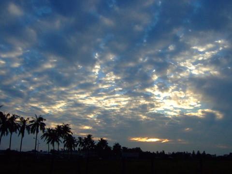 10/1 難得見到藍天白雲,生產路的風景還是一樣美