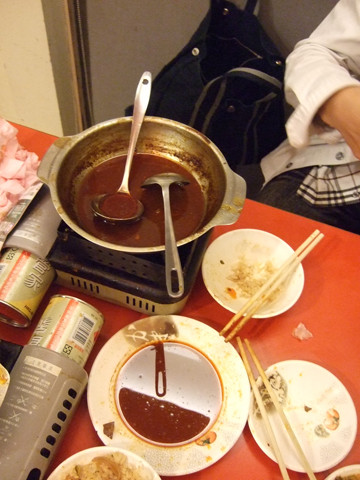那盤發亮的東西,全是油,辣油香油豬油一堆油