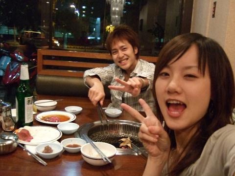 喝完下午茶看到韓國館有開,忍不住又進來朵頤一番!烤肉最高~