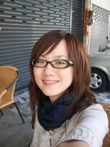 天氣很好,希望考試時也能很順利,話說我眼睛好綠啊=口=