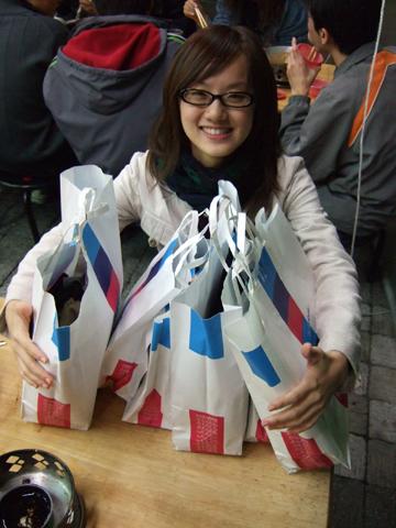 相信嗎~~裡面只有二袋是我的@@
