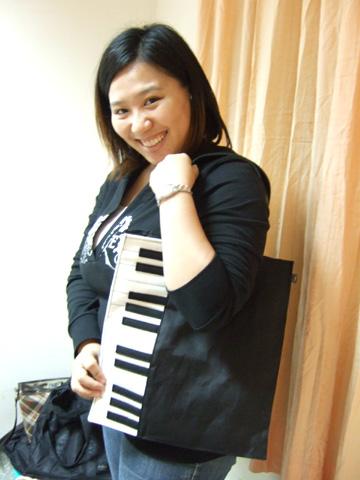 野田妹的鋼琴包喔!這是我送給姐的生日禮物~要好好愛惜啊
