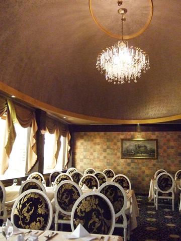 7/6 我娘大壽,來到一間正統的老西餐廳,天花版是圓拱蛋型