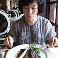 她才剛把蘆筍吃掉,我就一直問她好不好吃,整個太白爛了我