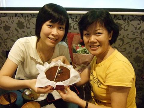 一今這個蛋糕天使帶來自家飯店的提拉米蘇,香濃滑順入口即化