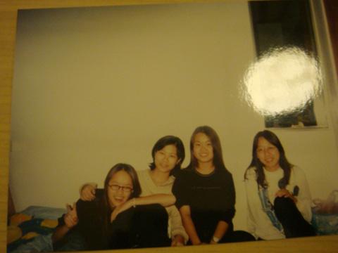 回憶一下吧! 這是九年前去一今家玩,在她姑姑家留宿的合照