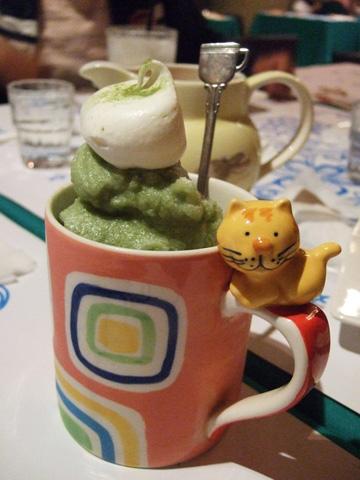 拼克的抹茶冰沙好可愛唷!我拍完立刻狂挖了好幾口