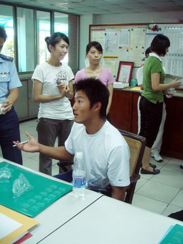 8/28 林哲瑄、郭嚴文與鄭凱文來學校耶,大家都很興奮