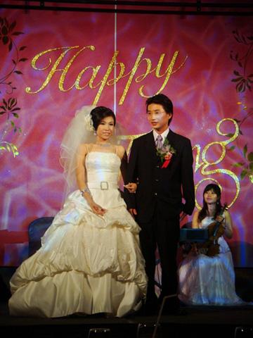 主婚禮走優雅質感路線。我很難想像班上安靜乖巧的她竟然結婚了