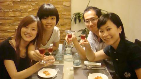 10/1 今天為了慶祝一今和小好生日,特地又聚在一起吃飯唷
